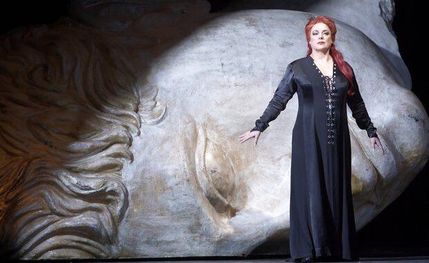 Med Koncertrejsen til operaen Tosca på Operaen i København